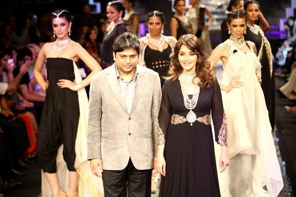Madhuri Dixit at IIJW 2012 Grand Finale