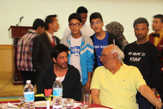 Shahrukh Khan and Yash Chopra Were Spotted At A Gala Dinner