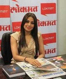 Bipasha Basu Sweet Smile Pic At The Screen Office