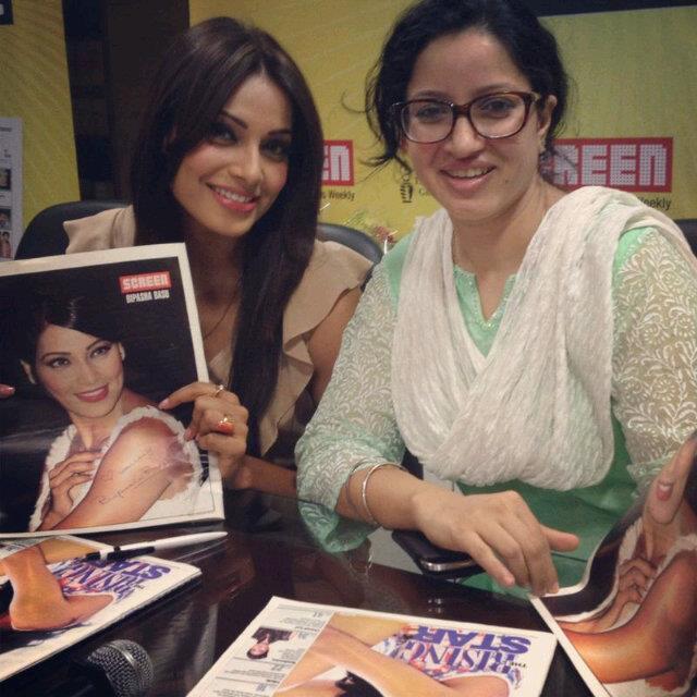 Hot Bipasha Basu At The Screen Office