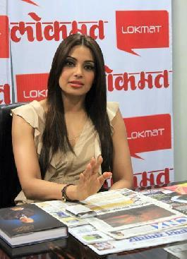 Sizzling Bipasha Basu At The Screen Office