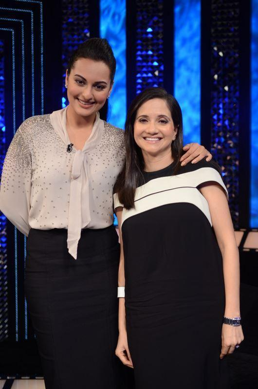 Sonakshi Sinha and Anupama Chopra On The Front Row Photo