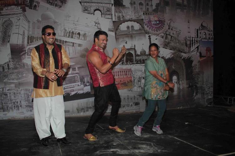 Vivek and Mika Dancing Pic On Set Of Kismet Love Paisa Dilli