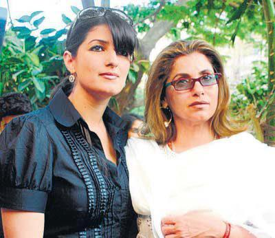 Twinkle Khanna With Hot Mom Dimple Kapadia