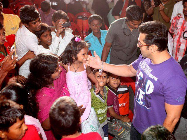 Salman Khan Having A Fun With Acron Kids