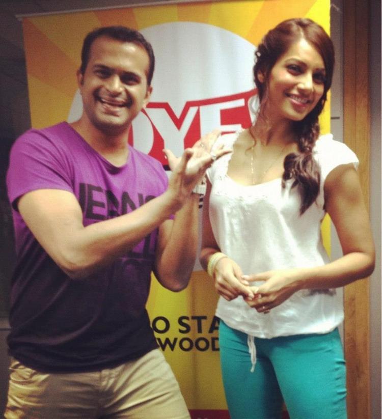 Bipasha Basu Hahing a Fun During The Promotion Of Raaz 3 at 91.1 Radio Station
