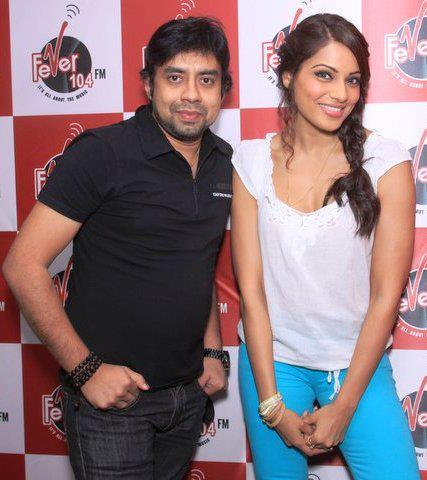 Bipasha Basu Nice Pose During Raaz 3 Promotion at 91.1 Radio Station