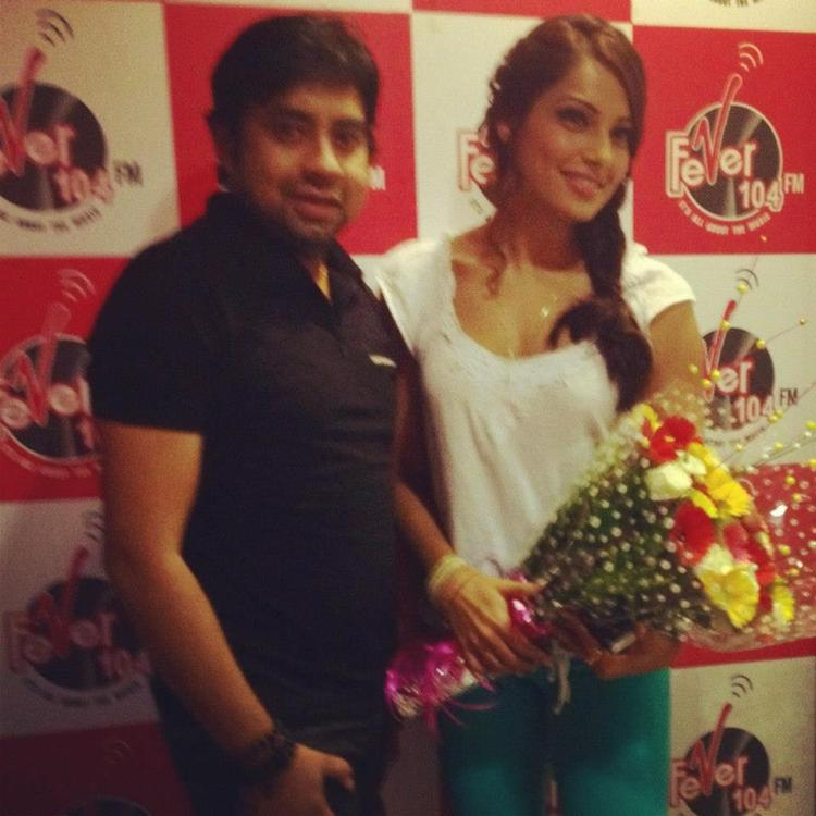 Bipasha Basu Promotes Raaz 3 at 91.1 Radio Stations