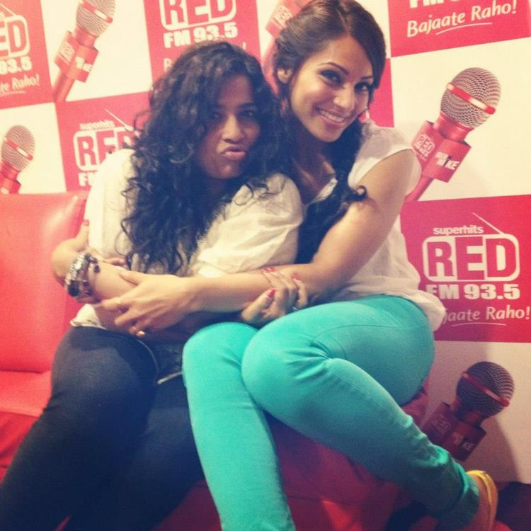 Bipasha Basu Sweet Sexy Pose at 91.1 Radio Station