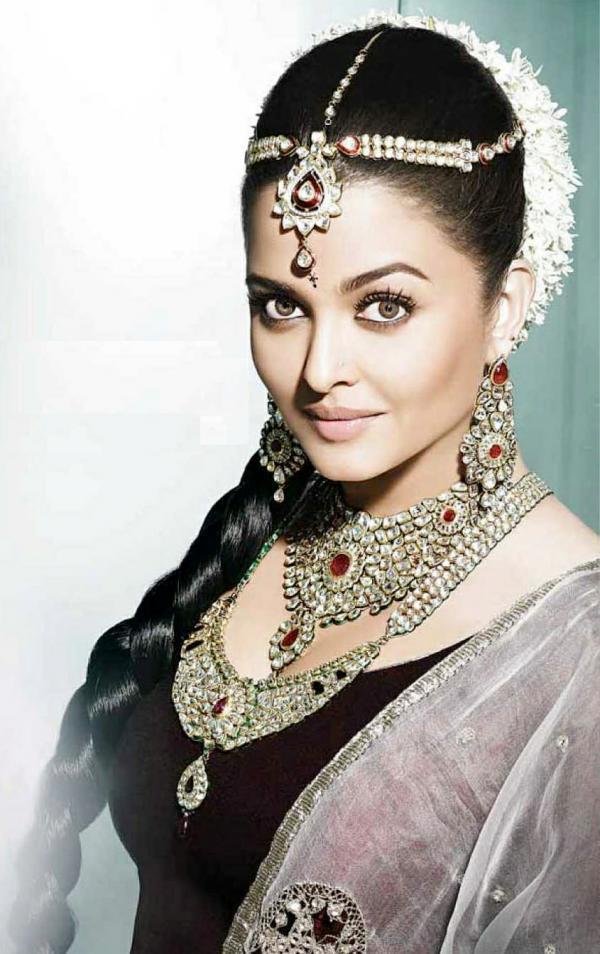 Aishwarya Rai Bachchan Looks Stunning For Kalyan Jewellers Ad