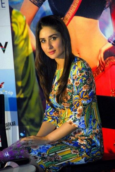 Kareena Strikes a Pose During The Promotional Event Of Heroine