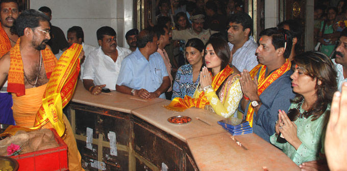 Kareena Kapoor at Heroine Music Launch at Siddhi Vinayak Temple