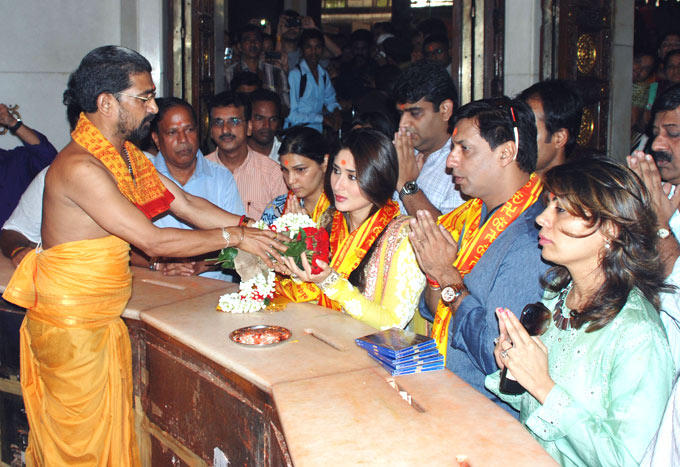 Madhur and Kareena at Heroine Music Launch at Siddhivinayak Temple