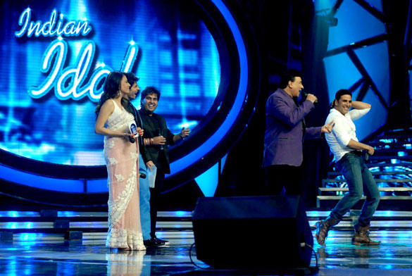 Akshay Kumar Dance Pic On TV Show Indian Idol