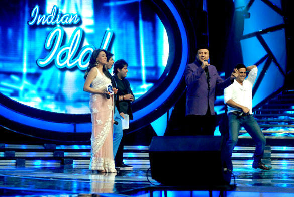 Akshay Kumar Performs On The Stage Of Reality Show Indian Idol