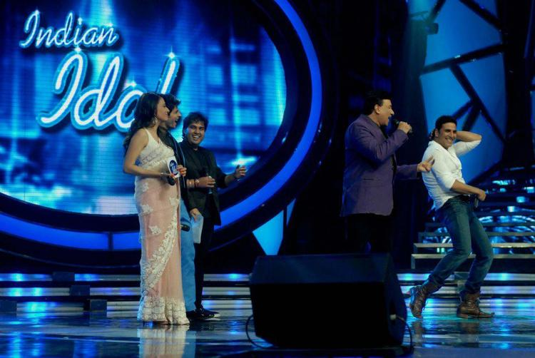 Akshay Dance On Stage For OMG Music Launch at Indian Idol Reality Show