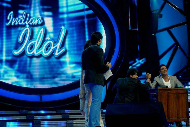 Akshay Kumar On The Sets Of Indian Idol For OMG Music Launch