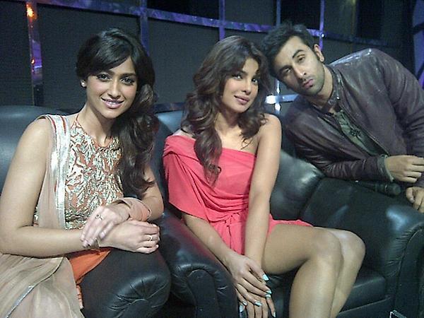Priyanka,Ranbir and Ileana D'Cruz Promote Barfi On The Set Of Indian Idol