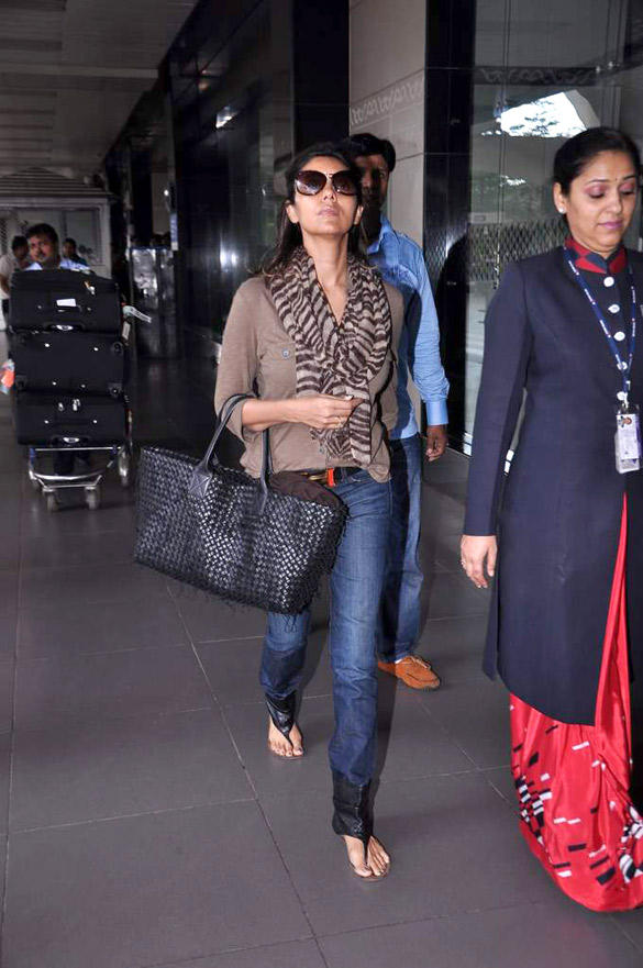 Shaharukh Khan wife Gauri Khan Snapped at International Airport