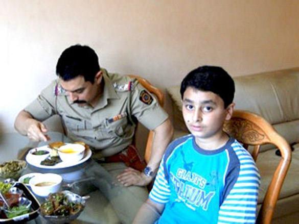 Aamir Khan Eating On The Location Of Talaash