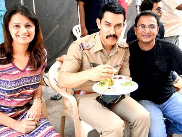 Aamir Khan Eating Pic On The Sets Of Talaash