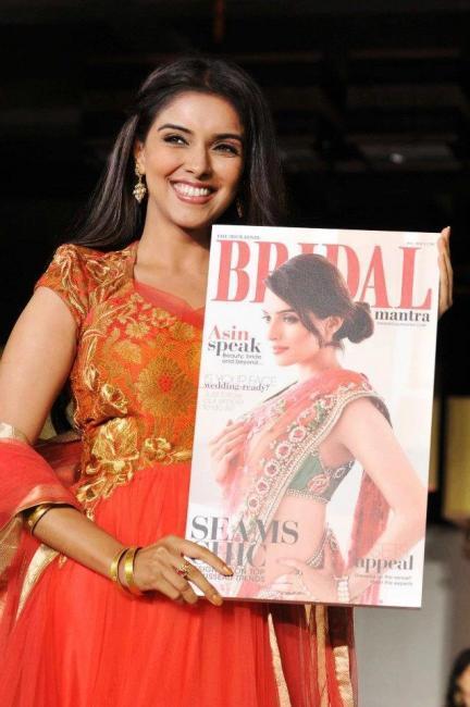 Asin Launches Hindu Bridal Mantra 2012 Magazine