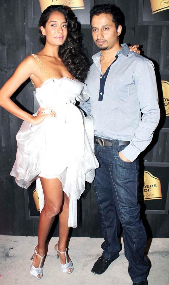 Lisa Haydon in Gavin Miguel at Blenders Pride Fashion Preview Tour 2012