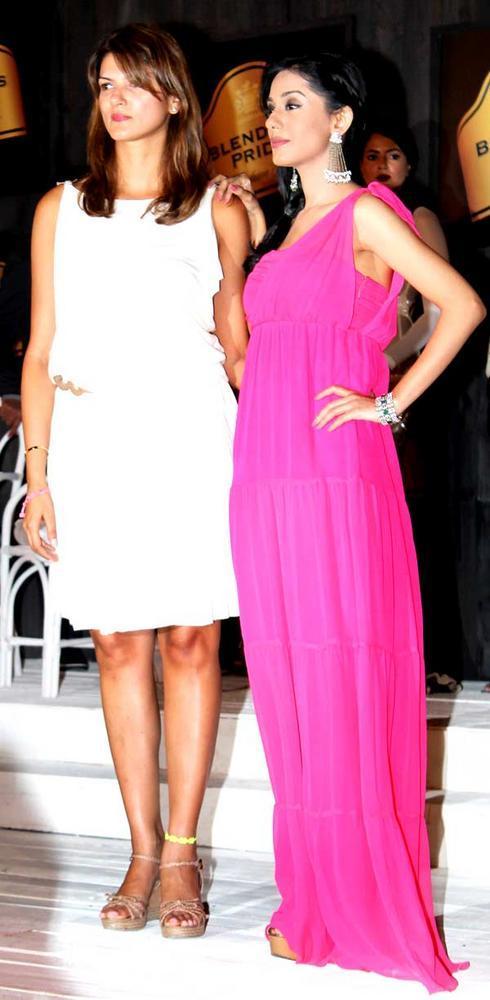 Nandita Mahtani with Amrita Rao at Blenders Pride Fashion Tour 2012