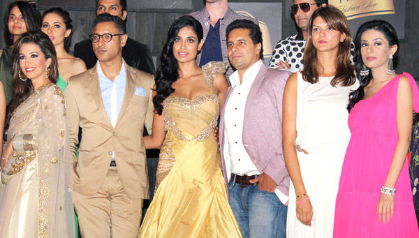 Perizaad,Sarah,Nandita and Amrita Rao With Other Guests At The Event