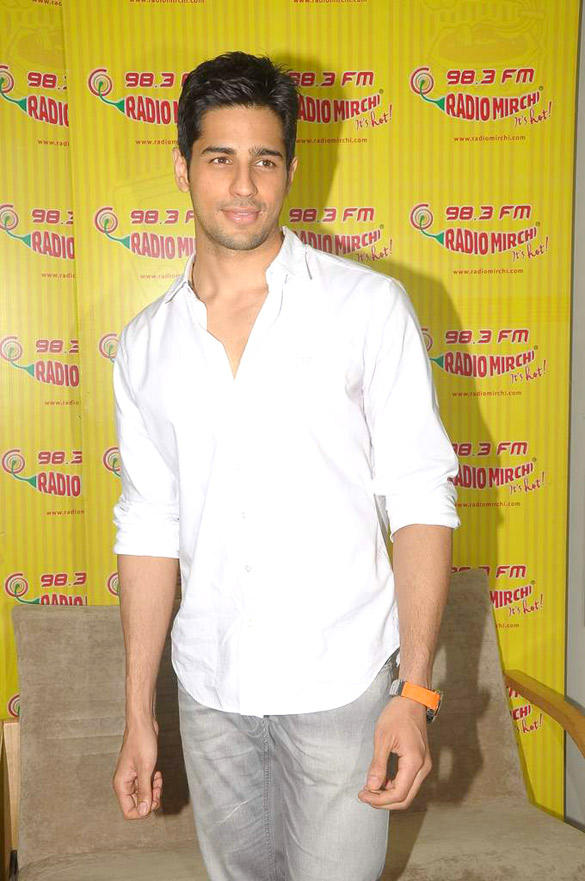 Siddharth Malhotra Visits Radio Mirchi 98.3 FM For Student Of The Year Promotion