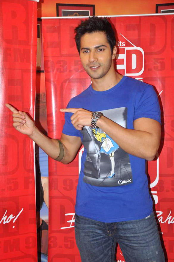 Varun Dhawan Pose During Red FM 93.5 For Student Of The Year Promotion
