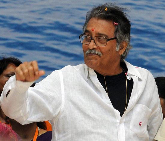 Vinod Khanna Play as Idealistic Professor in Imtihaan