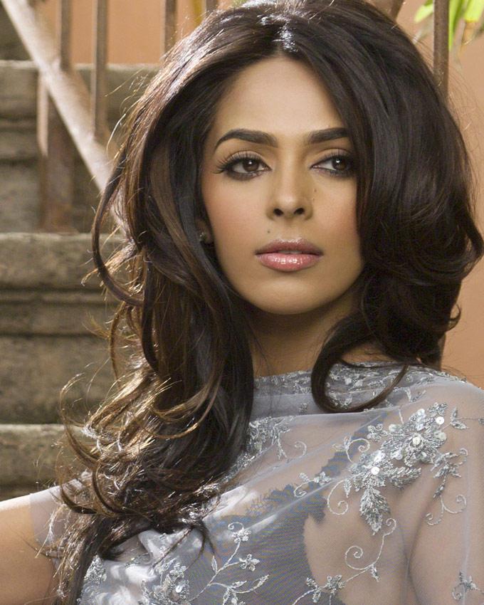 Mallika Sherawat Senseous Look Pic