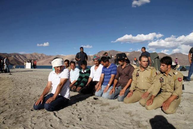 Shahrukh Khan On The Sets Of His New Upcoming Movie at Ladakh