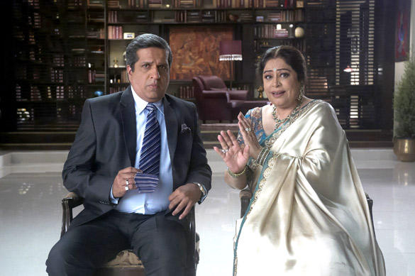 Darshan Jariwala and Kirron Kher Still in Ajab Gazabb Love Movie