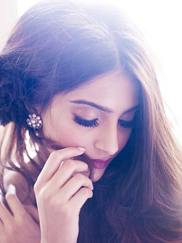 Sizzling Sexy Sonam Kapoor Shoot For Shehla Khan