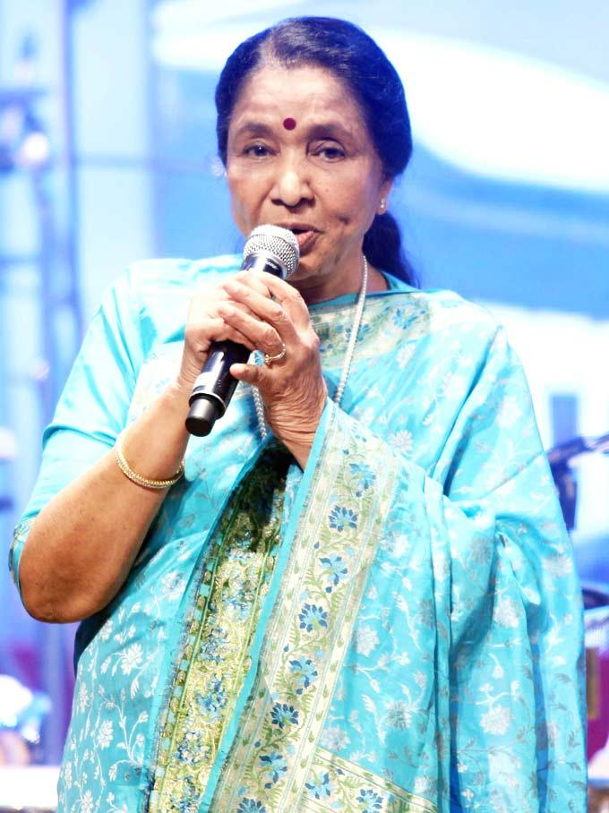 Veteran Singer Asha Bhosle Turned 80