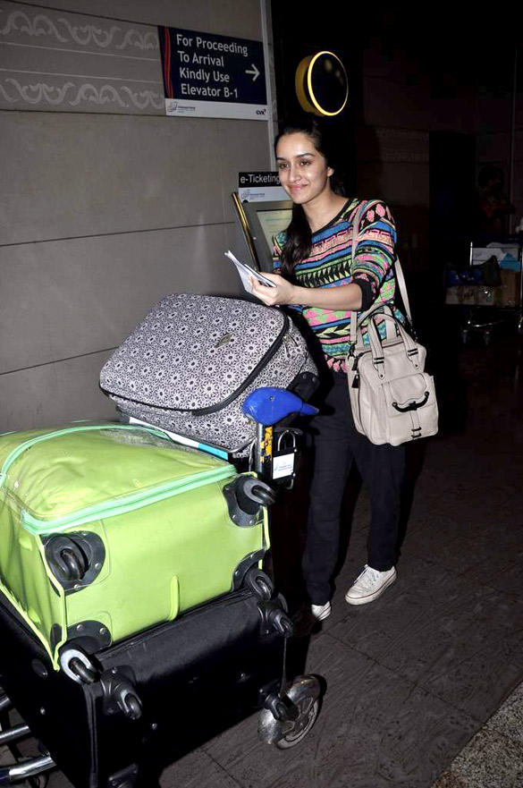 Shraddha Kapoor Spotted At The Airport For The Shooting Of Her New Film Aashiqui 2