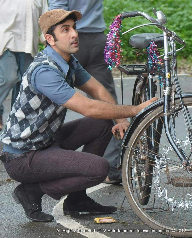 Barfi Gets A Street Style Promotion With Ranbir Kapoor On A Bicycle