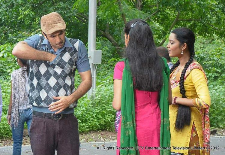 Ranbir Meets Actors of Phir Subah Hogi TV Show To Promote His Movie Barfi
