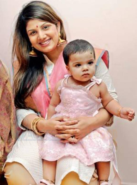Rambha Sweet Look With Her Daughter Lanya