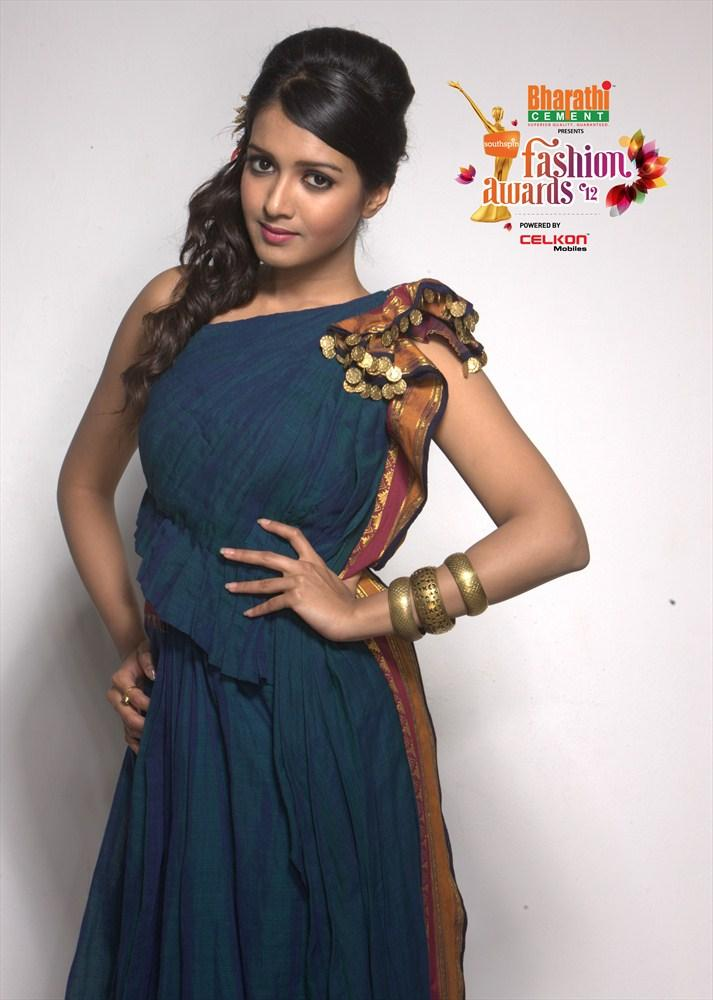 Madhu Shalini Pose For Southspin Fashion Awards 2012