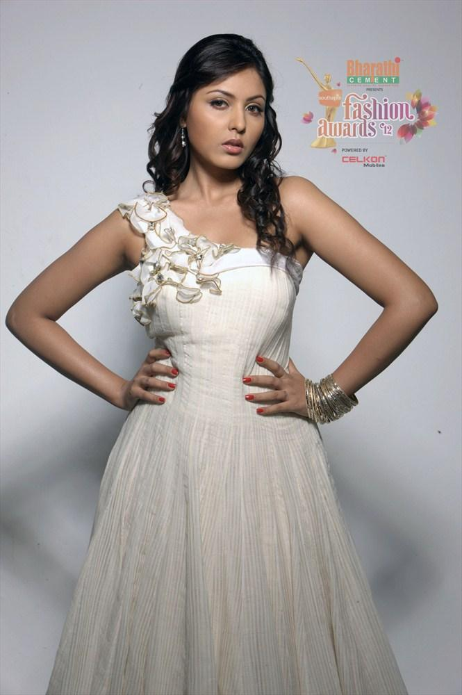Madhu Shalini in Southspin Fashion Awards 2012 Calendar Still