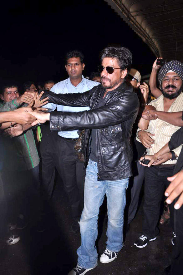 Shahrukh Khan With Beard Snapped at International Airport