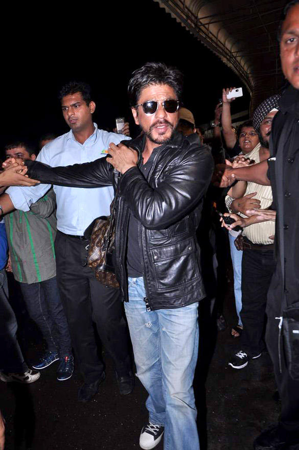 Shahrukh Khan Snapped Sporting A Beard And An Unkempt Look At Mumbai International Airport