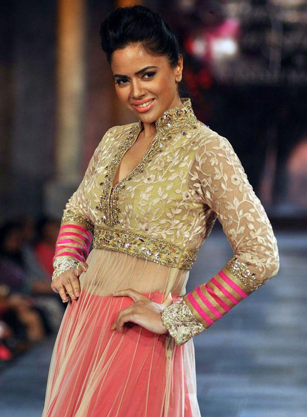 Hot Sameera Reddy at Mijwan-Sonnets In Fabric Fashion Show