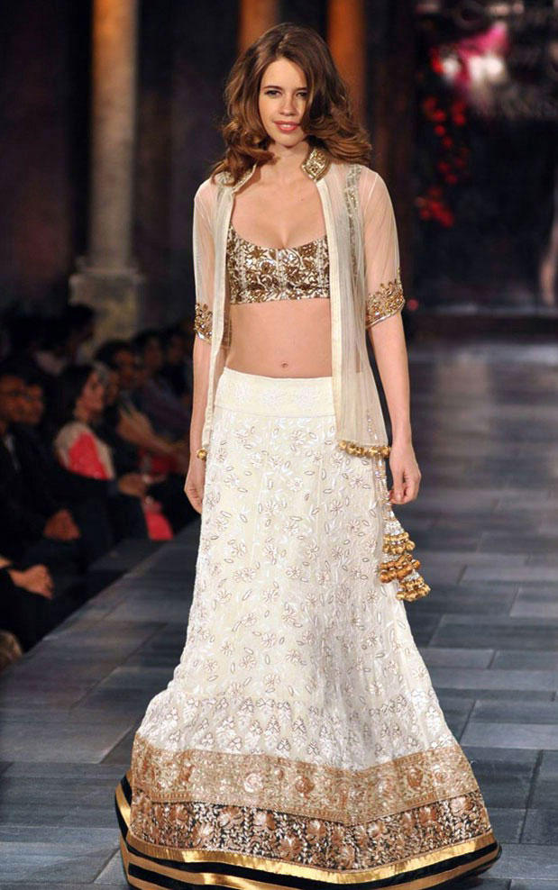 Kalki Koechlin On The Ramp at Mijwan Hot Fashion Show