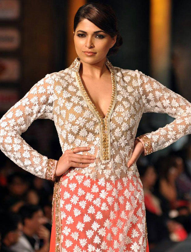 Parvathy Omanakuttan On The Ramp at Mijwan Hot Fashion Show
