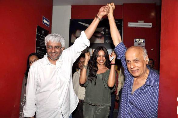 Mahesh,Vikram and Bipasha Enjoying Pic During Screening Of Raaz 3