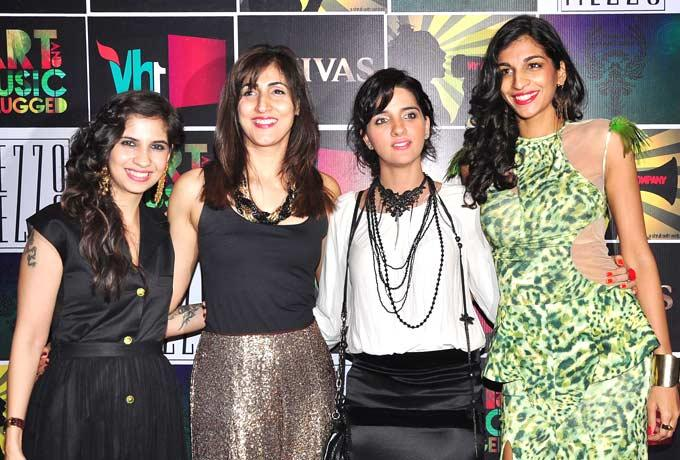 Shruti Seth and Anushka Manchanda Pose With Some Friends at Chivas Art And Music Unplugged Event